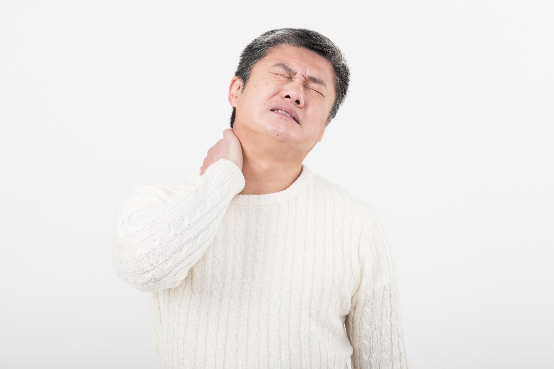 首の痛みについて